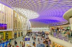 国王Cross Station的主要霍尔在伦敦,英国 免版税库存照片