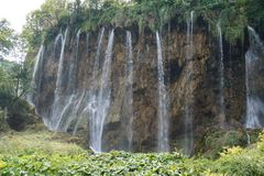 国立公园Plitvice湖克罗地亚-美丽的瀑布在一好日子 库存图片