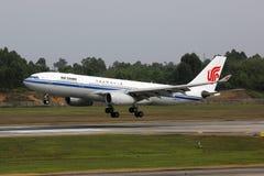 国航空中客车A330-200飞机成都机场 库存图片