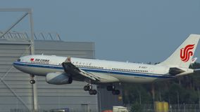 国航空中客车A330-200 B-5927可及着陆法兰克福机场 影视素材