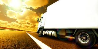 国际交付的物品拖车 库存图片