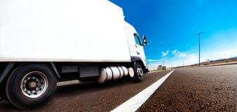 国际交付的物品拖车 免版税库存照片