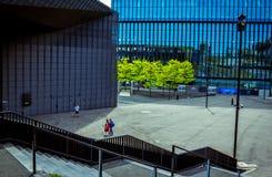 国际国会霍尔大厦看法在卡托维兹的市中心 免版税图库摄影
