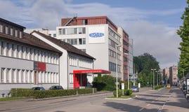 国际学校和Reishauer大厦在Wallisellen, Swi 免版税库存图片
