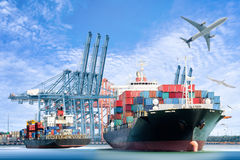 国际容器货船和货机后勤进出口背景的 免版税库存图片