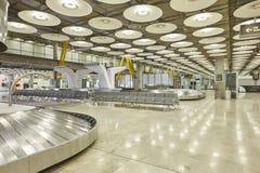 国际机场行李传送带要求区域 没人 旅行ba 免版税库存图片