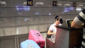 国际机场Borispol。登记处柜台在新的终端F 股票录像
