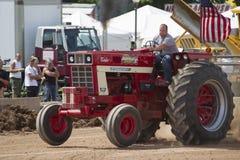 国际涡轮Bushville运输路线拖拉机 免版税图库摄影