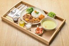 国际烹调盘在旅馆餐馆 图库摄影