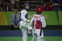 国际跆拳道比赛在里约- JPN对CHN 免版税库存照片