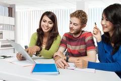 国际组织年轻学生 免版税图库摄影