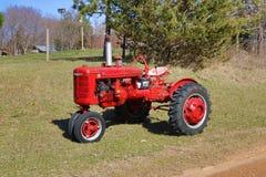 国际Farmall模型B拖拉机 免版税库存照片