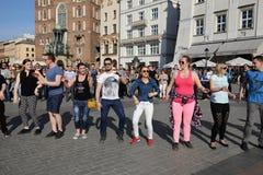 国际Flashmob天鲁埃达de Casino, 57个国家, 160个城市 数百个人跳舞在Ma的西班牙节奏 图库摄影