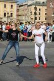 国际Flashmob天鲁埃达de Casino, 57个国家, 160个城市 数百个人跳舞在Ma的西班牙节奏 免版税库存图片