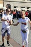 国际Flashmob天鲁埃达de Casino, 57个国家, 160个城市 数百个人跳舞在Ma的西班牙节奏 库存图片