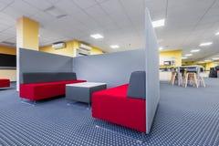 图书馆与分开的休息室区域 图库摄影
