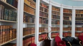 图书馆在庄园住宅里 免版税库存图片