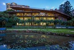 图书馆夜视图beitou的,台北,台湾 免版税库存照片