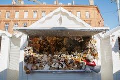 图卢兹,法国- 2016年11月30日,被充塞的玩具摊位, ins 免版税图库摄影