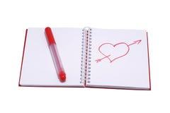 图在笔记本和一支红色毡尖的笔的心脏 库存照片