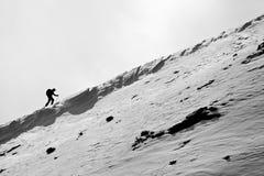 图小的滑雪者 库存图片