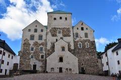 图尔库城堡和它` s庭院 库存照片