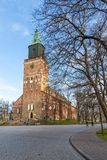 图尔库大教堂的前方在秋天 免版税库存照片