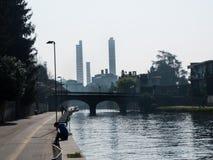 图尔比戈意大利03 12 2014年,图尔比戈热电植物烟囱 免版税库存照片