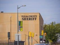 图尔萨县警长大厦-土尔沙-街市俄克拉何马- 2017年10月17日 库存图片
