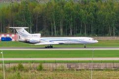 图波列夫图-154俄罗斯天然气工业股份公司航空公司,机场普尔科沃,俄罗斯圣彼德堡2016年8月 免版税库存照片