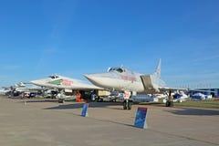 图波列夫图-160 (白色天鹅)和图波列夫Tu22M3 (迎火) 免版税库存图片