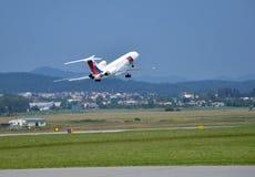 图波列夫斯洛伐克政府飞行服务图-154飞机从跑道离开 免版税库存图片