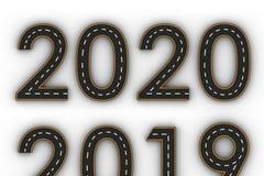 图的新年2020标志以一条路的形式有白色和黄线的标号 免版税库存照片