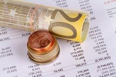 图表与欧元和硬币的图管理 图库摄影