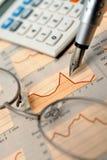 图表报纸股票 免版税图库摄影