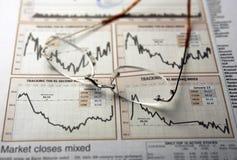 图表眼镜股票 免版税图库摄影