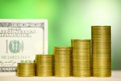 图表硬币 财政成长概念金钱 100个票据美元 库存图片