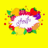 图象在上写字新鲜在从果子、莓果和叶子的框架在明亮的黄色背景 免版税库存图片