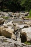 图象美好与岩石的小河在泰国 库存照片
