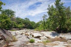 图象美好与岩石的小河在泰国 免版税库存图片