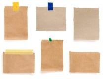 图钉和被检查的便条纸 免版税库存照片