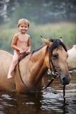 图画女孩马骑术系列导航西方通配 免版税库存照片