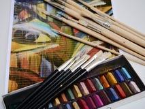 绘画图画艺术家用工具加工绘画乐趣 图库摄影