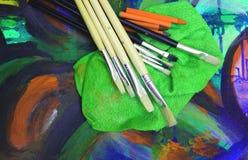 绘画图画艺术家用工具加工绘画乐趣 库存照片
