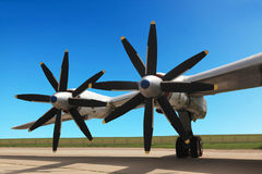 图-95轰炸机的翼 免版税库存照片