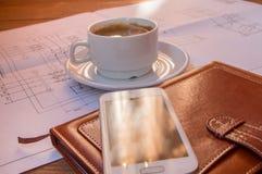 图画,项目,咖啡杯手机日志特写镜头 库存图片