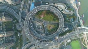 圆公路交叉点在上海市,中国 圆形交通路口 空中垂直的自上而下的看法 影视素材