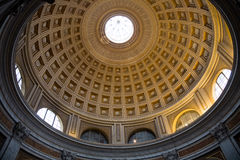 圆屋顶红色圆的大厅在梵蒂冈博物馆 免版税库存照片