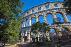 圆形剧场古老克罗地亚目的地著名普拉罗马游人 联合国科教文组织站点 图库摄影