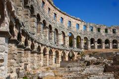 圆形剧场古老克罗地亚目的地著名普拉罗马游人 图库摄影